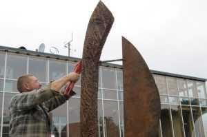Montage der Skulptur in Wietow