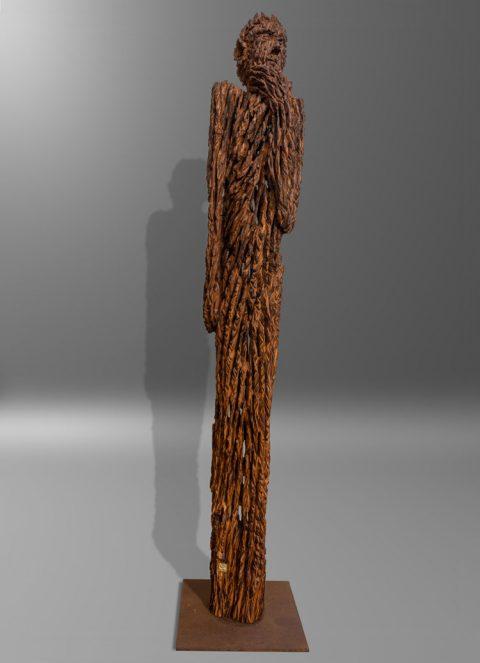 Holzskulptur aus 400 Jahre altem Holz