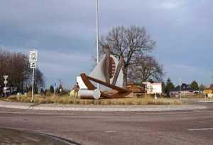 Kreisverkehr Skulptur Schiff Grünewalde