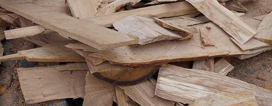 gesägtes Eichenholz